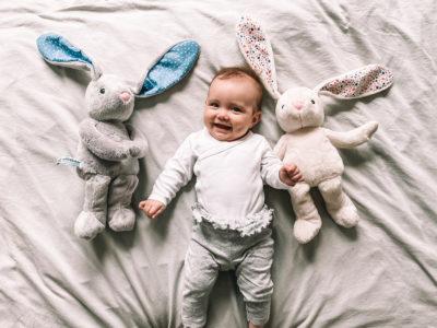 niemowlak i dwa szumiące króliczki Whisbear