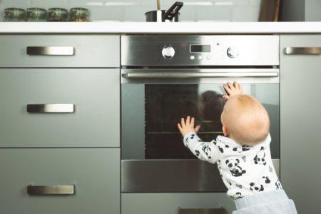 Co robić, kiedy dziecko się oparzy?