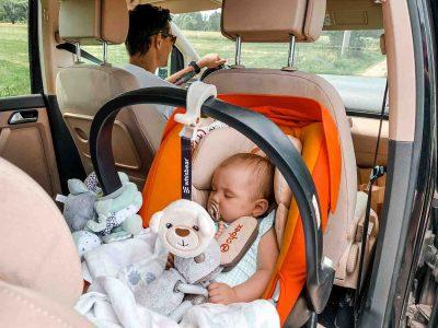 niemowlak w koszyku z szumiącą zawieszką Whisbear