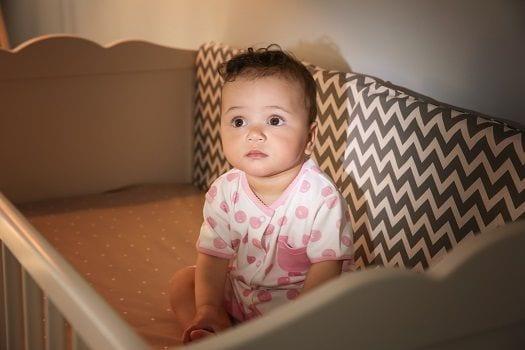 Co mogą zrobić rodzice, by wydłużyć nocny sen niemowlęcia?