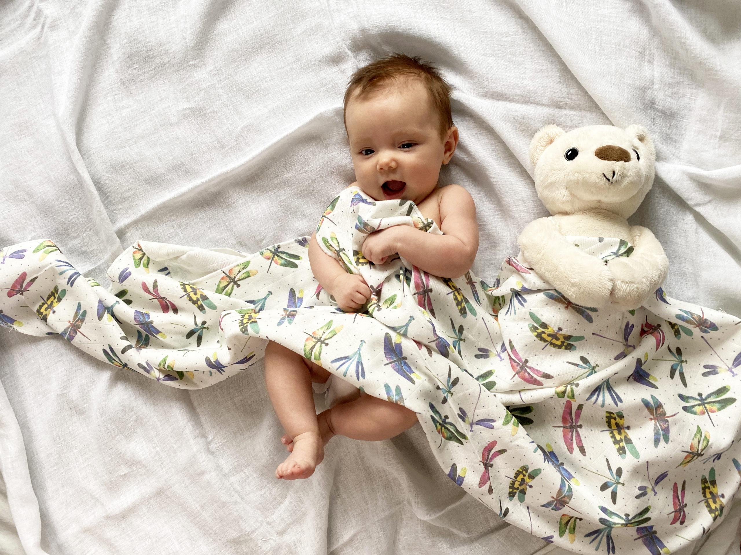 Łóżeczko dziecięce w sypialni rodziców – wady i zalety rozwiązania